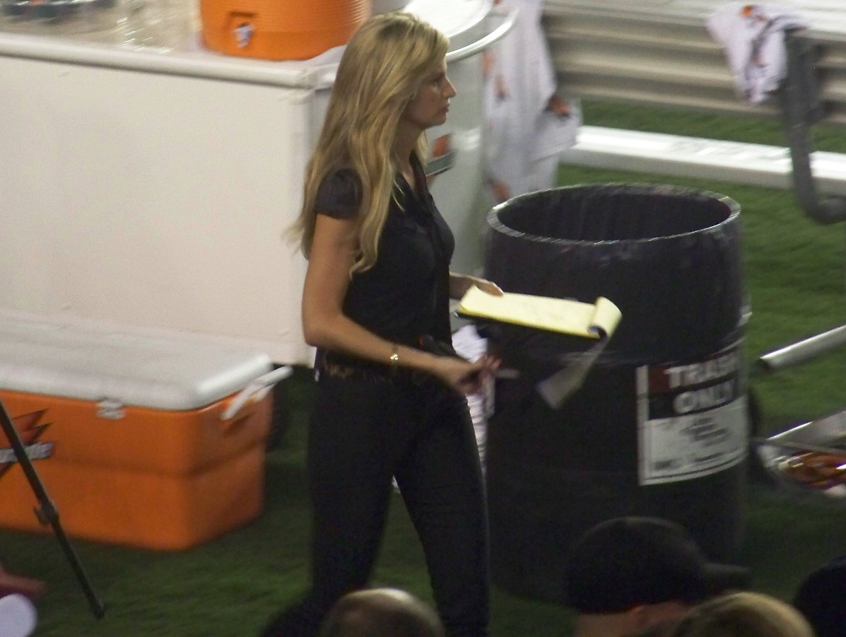 from Graysen erin andrews red pants