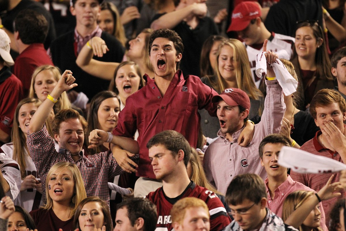 11.16.13.fans.crowd.students.2