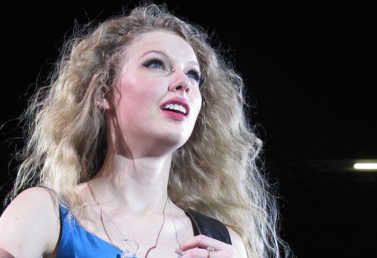 Taylor Swift Has A Girlfriend Fitsnews