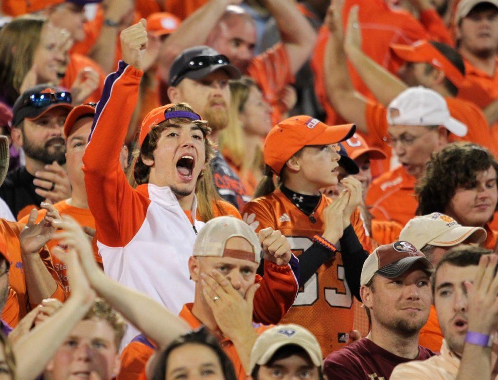 11.07.15.clemson.fans.cheering.1