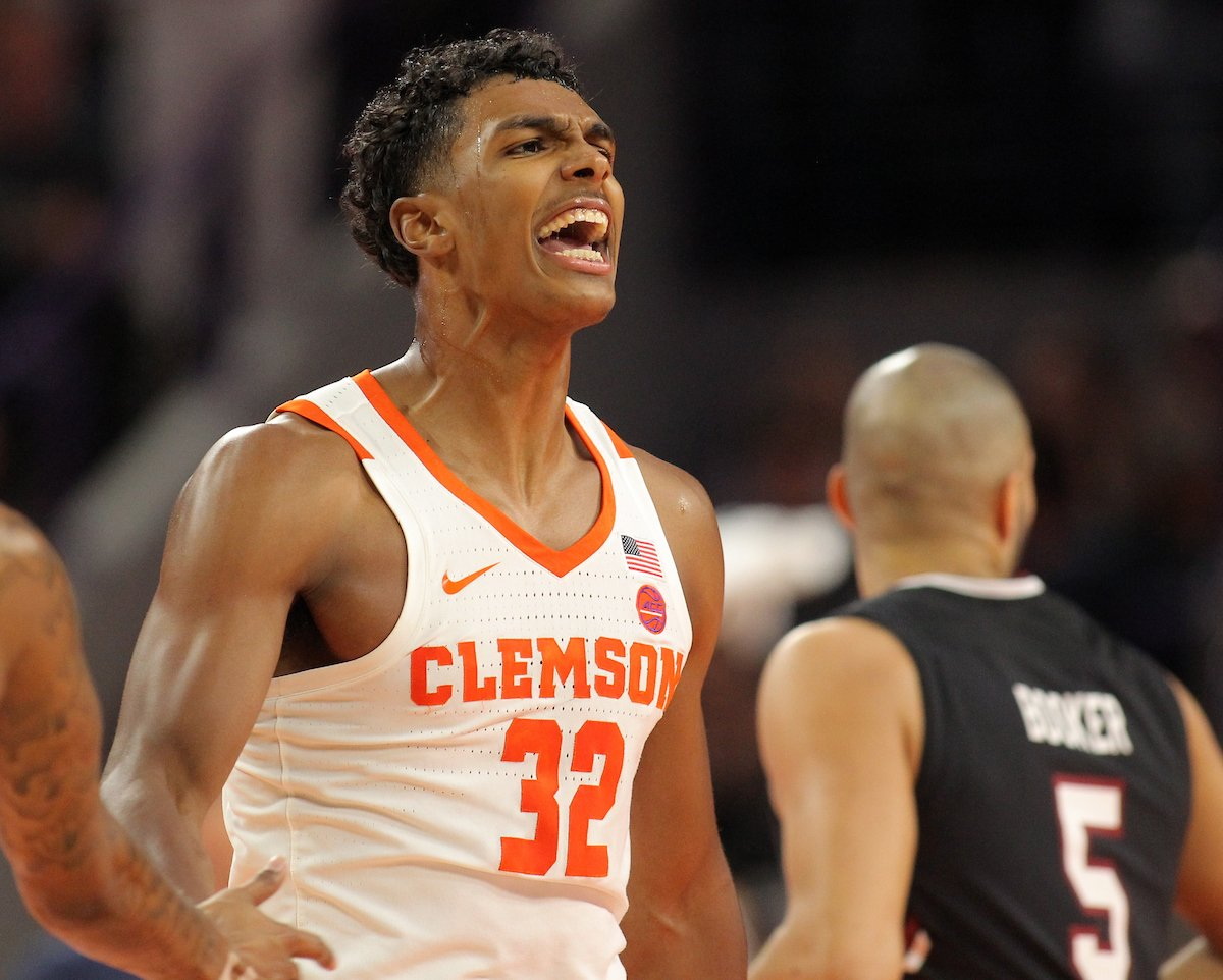 Clemson's Grantham out for season with torn ACL