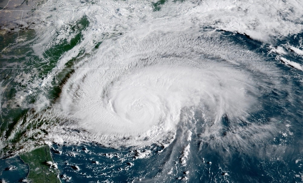 Hurricane Florence's winds and rain begin lashing US Carolinas coast
