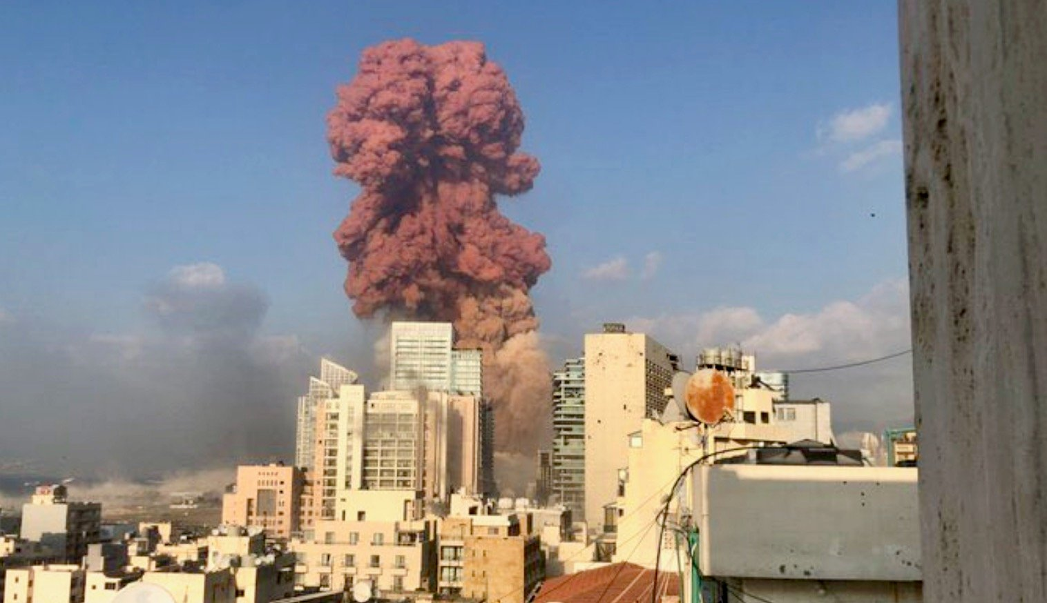 Beirut explosion: See Aftermath of the explosion in Beirut ...